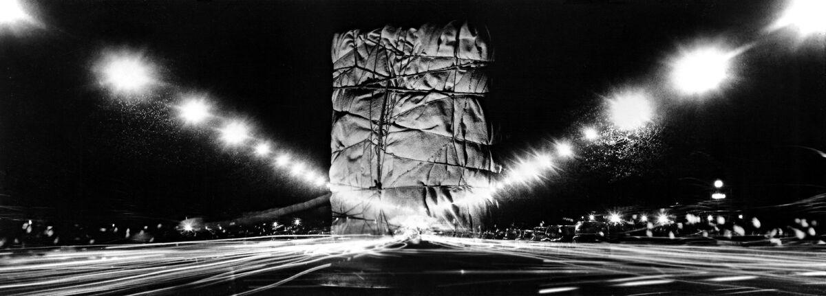 Wrapped Public Building (Project for Arc de Triomphe, Paris)